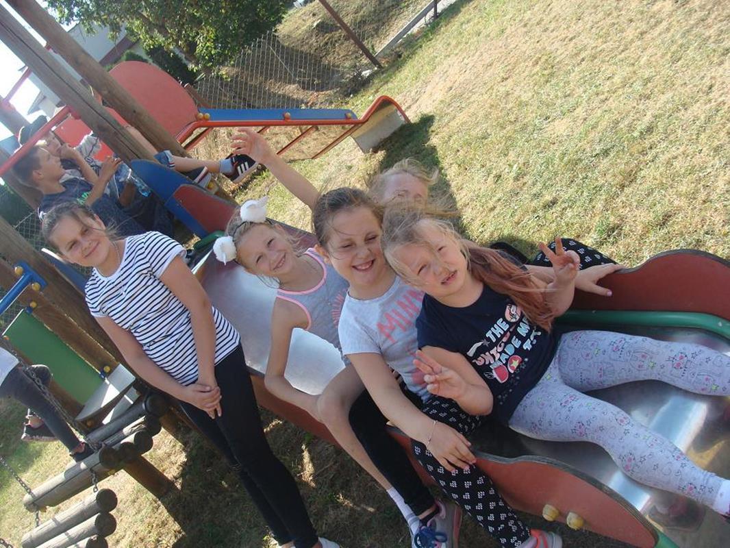 Ilustracja do informacji: Przygotowania do jesieni w wykonaniu dzieci z Sampławy