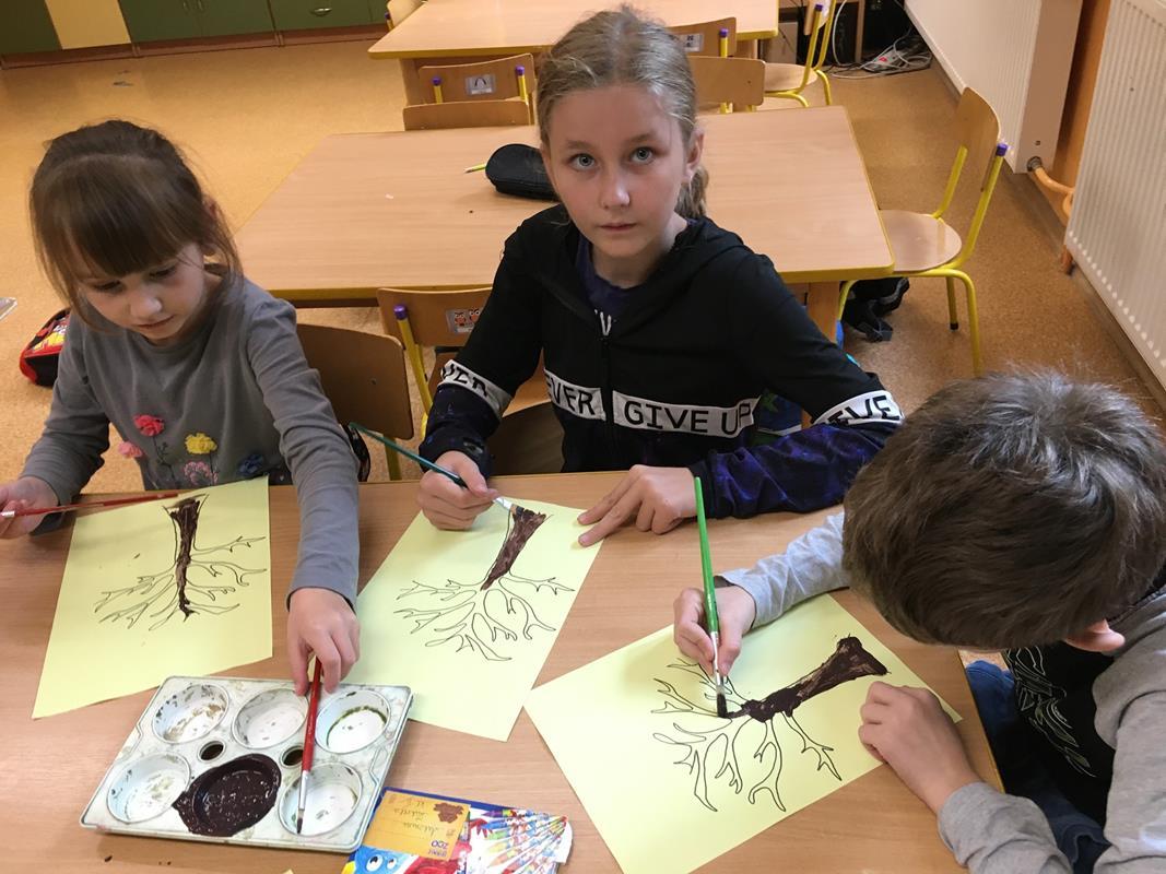 Ilustracja do informacji: Jesienne zajęcia w świetlicy w Sampławie