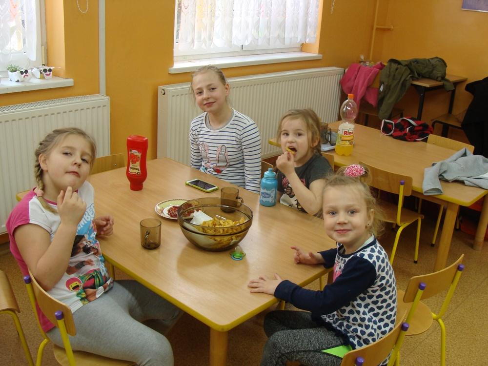 Ilustracja do informacji: Zajęcia kulinarne i nie tylko w Sampławie