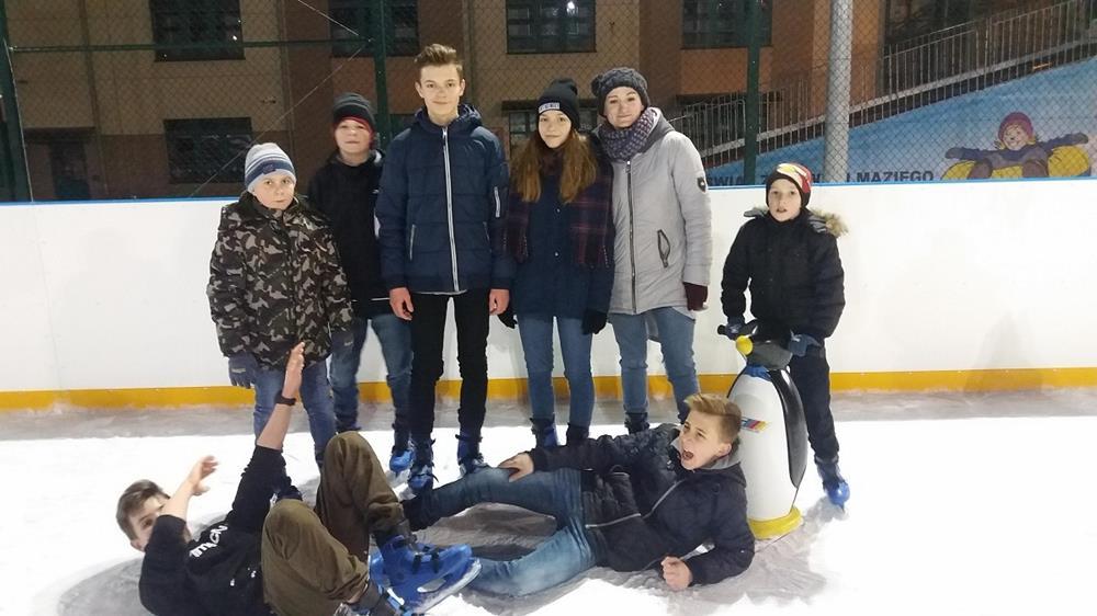 Ilustracja do informacji: Popołudnie w kinie i na lodowisku w Lubawie